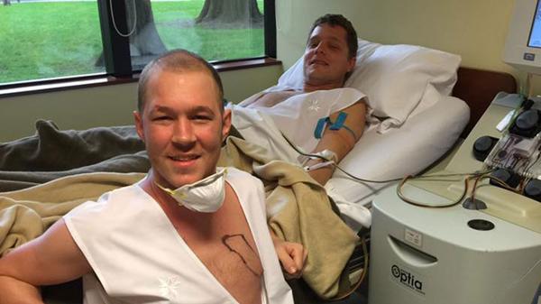 Un rugbier transmitió en vivo el trasplante de médula que recibió de su hermano