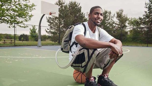 El hombre que vivió 17 meses con un corazón artificial en la mochila