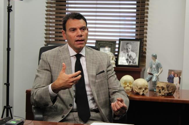Latino realiza con éxito dos trasplantes de cara en EE.UU.