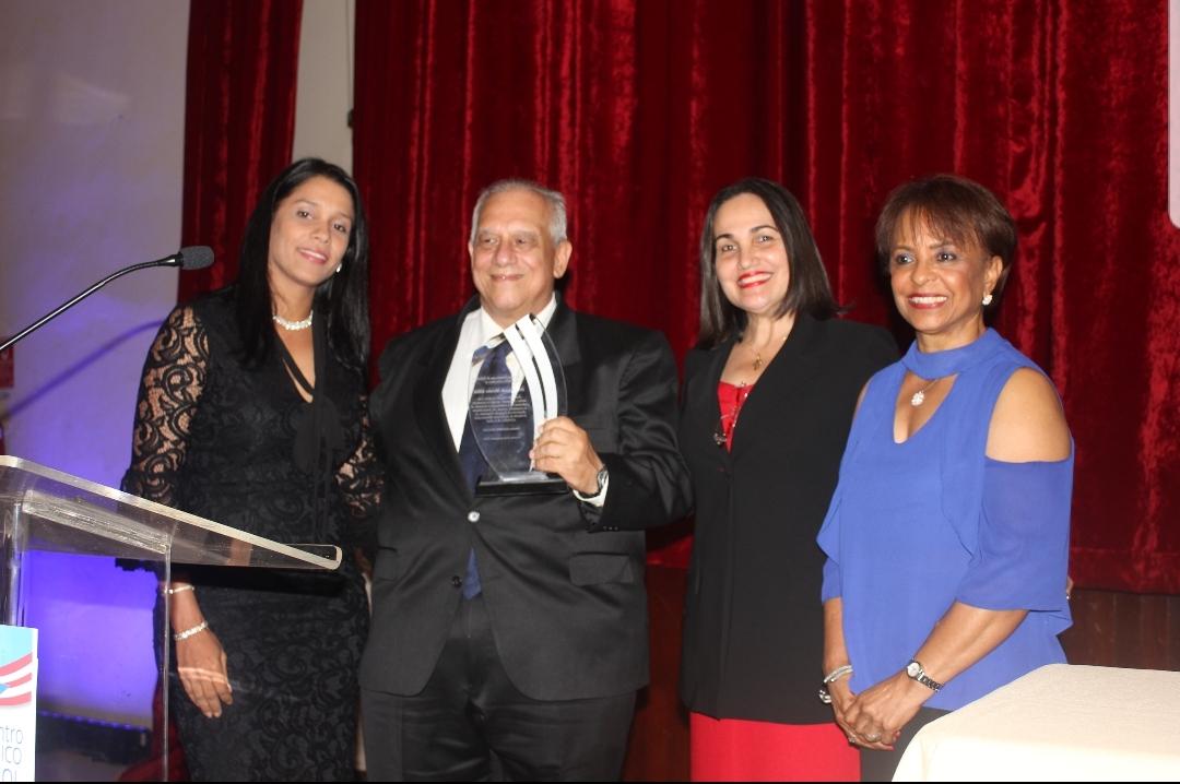 Sociedad Dominicana de Nefrologia reconoce la trayectoria del Dr. Fernando Morales Billini