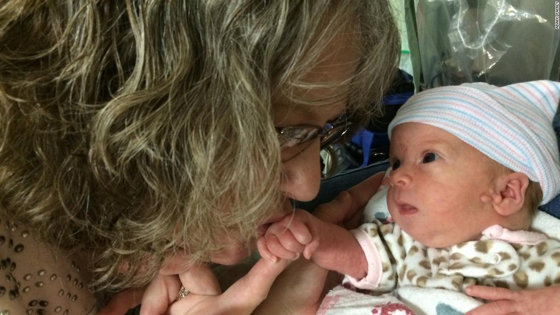 Su donación de riñón podría salvar la vida de su nieta en el futuro