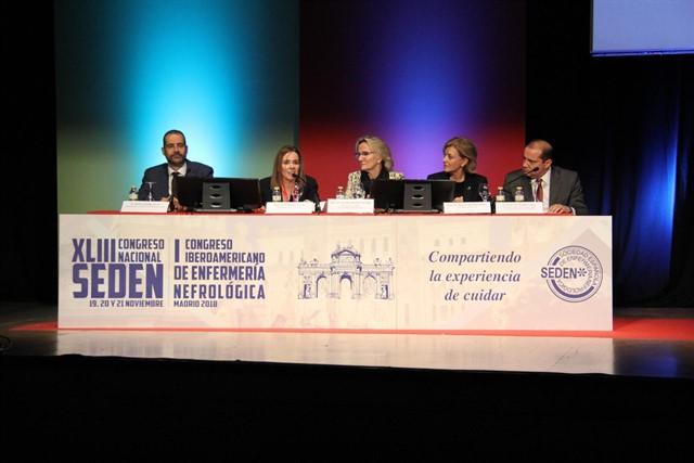 Experta incide en el papel «fundamental» de Enfermería para entrenar al paciente de diálisis peritoneal