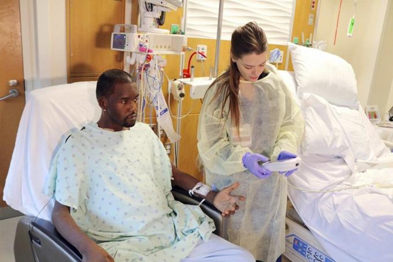Hombre y mujer se recuperan tras trasplante de corazón, hígado y riñón