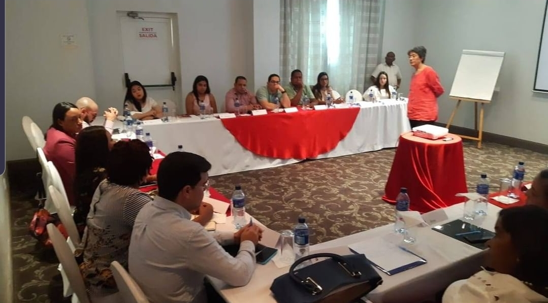 Curso de comunicación en situaciones críticas en Santiago médicos de los hospitales Juan Bosch y Morillo King