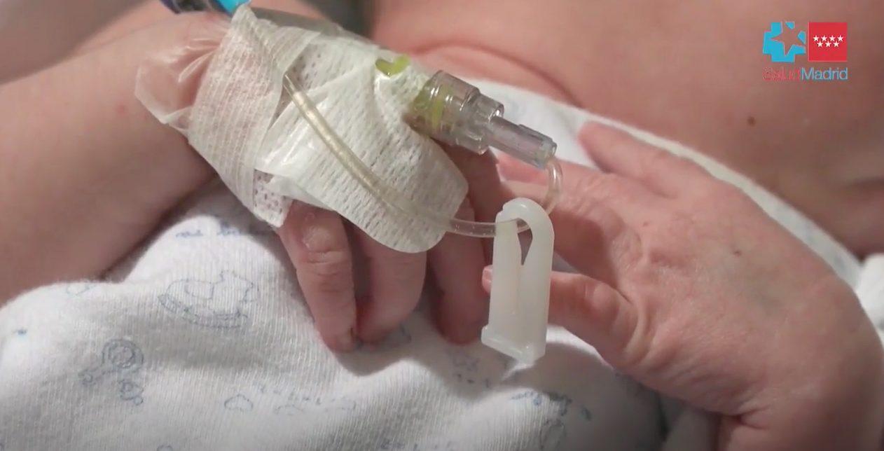 España realiza un pionero trasplante cardiaco a un bebé incompatible con el donante